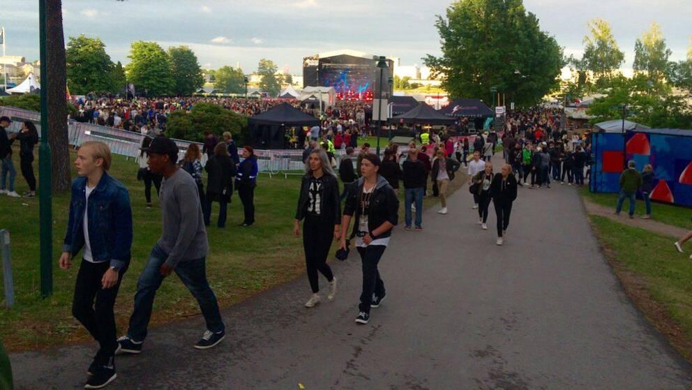 Konsertbesökare på Putte i parken. Människorna på bilden har inget med texten att göra.
