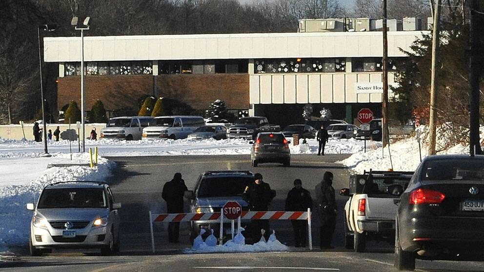 Poliskontroll vid infarten till den nya Sandy Hook-skolan