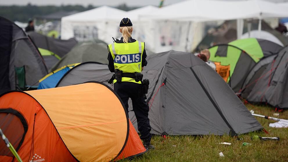 Polis på campingen vid Bråvallafestivalen.