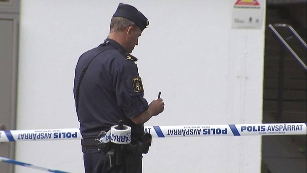 Polis på plats i Sollentuna.