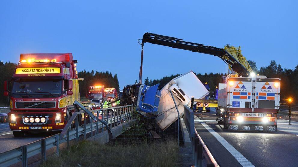 Svår lastbilsolycka på E4