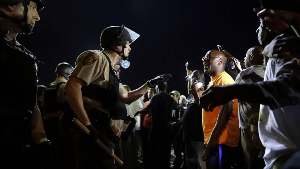 Efter polisens dödsskjutning av den obeväpnade tonåringen Michael Brown i Ferguson i Missouri rasade kravaller. Nu talar hans mor Lesley McSpadden på Demokraternas konvent.