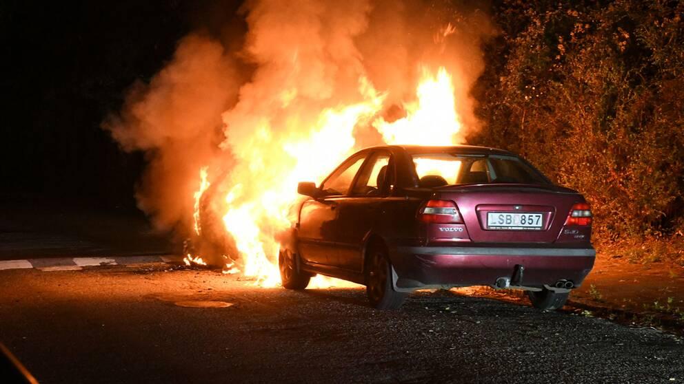 På kort tid brann flera bilar på Rosengård