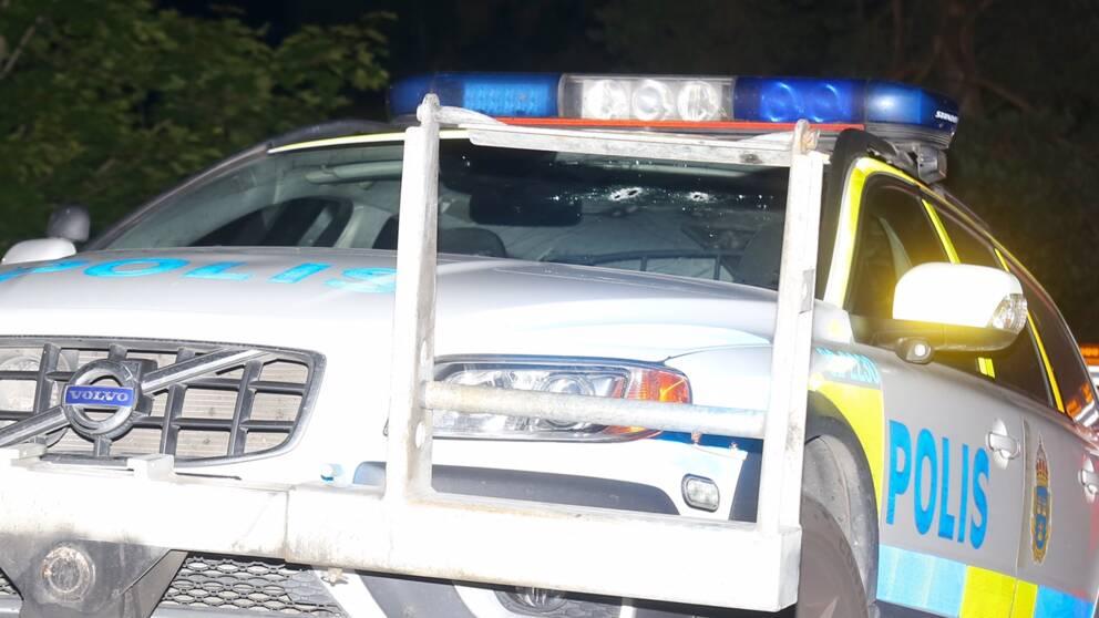 polisbil med kulhål