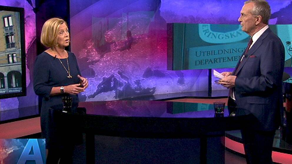 Nya jämställdhetsministern Maria Arnholm (FP) intervjuas av Claes Elfsberg i SVT:s Agenda.