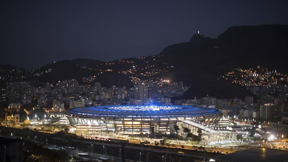 Maracana-stadion är upplyst under genrepet av OS-invigningen.
