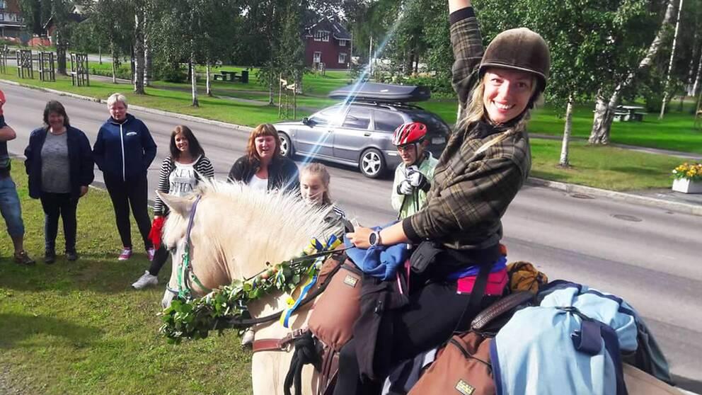 Suzanna Holmquist har ridit genom Sverige