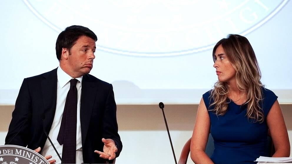 Italiens premiärminister Matteo Renzi (L) och Maria Elena Boschi, minister med ansvar för konstituionella reformer.