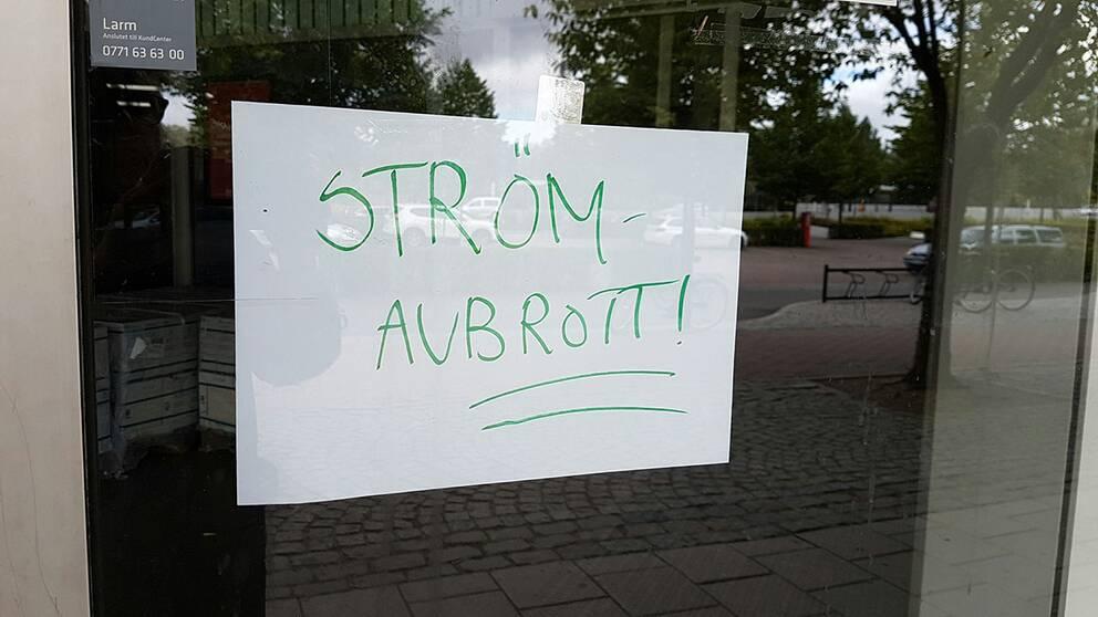 Affärer i Falun stängde efter strömavbrottet.