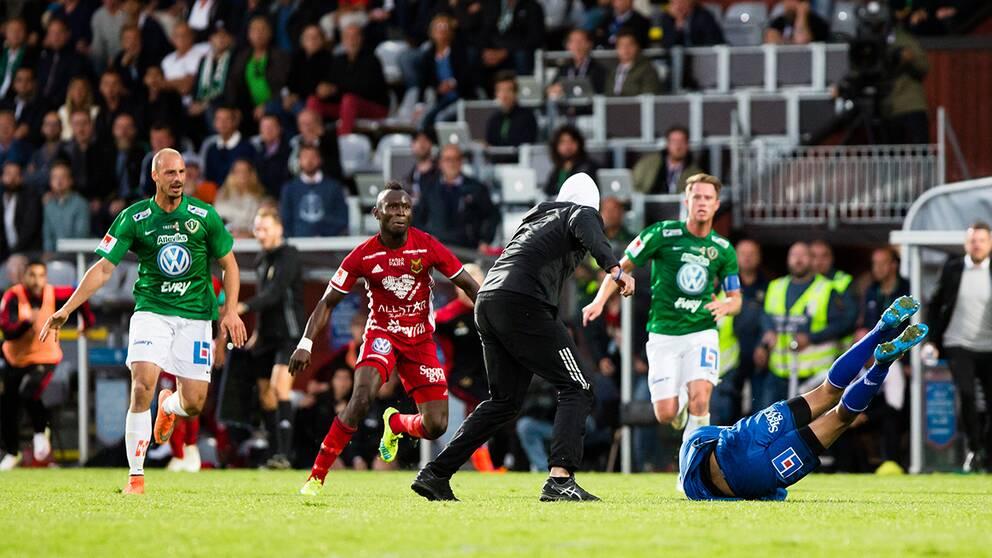 Matchen mellan J Södra och Östersund avböts efter en planattack.