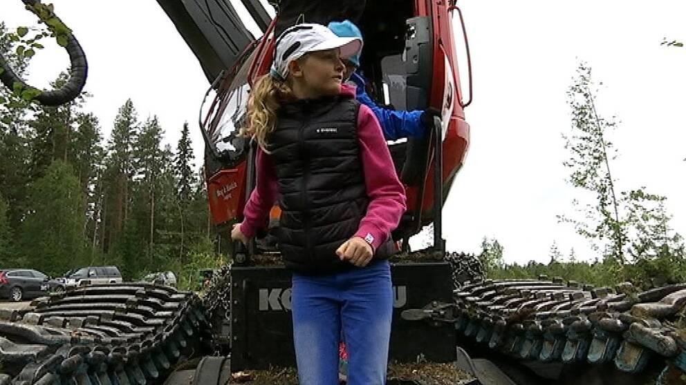 Skogsmaskinkörning stod på schemat på skogskollot.