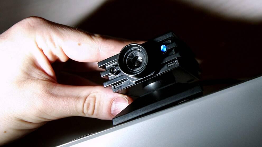 Någon har de senaste dagarna installerat en kamera på en kundtoalett i Birsta City. Kameran fanns dold bakom ett falskt ventilgaller.
