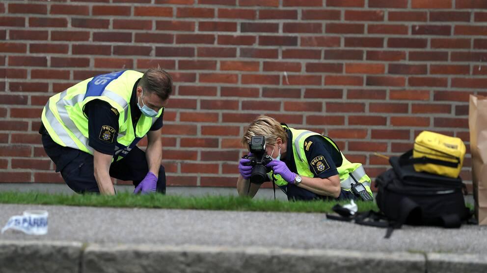 Polisen utreder dådet i Biskopsgården.